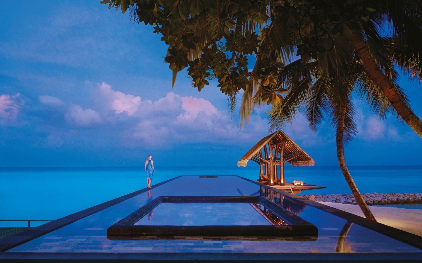 one-and-only-reethi-rah-lap-pool-during-the-evening