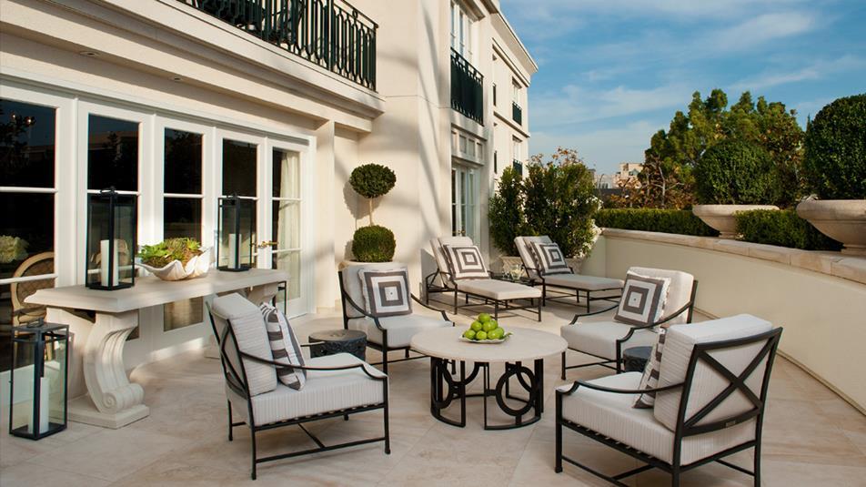 royal-patio-suite-exterior-day-hero